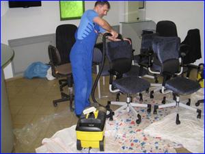 чистка мебели в офисе