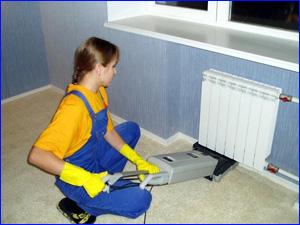 уборка квартиры с помощью пылесоса