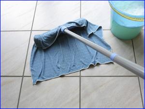 Как делать влажную уборку пола у себя дома