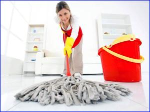 Как эффективно убраться в квартире при помощи швабры