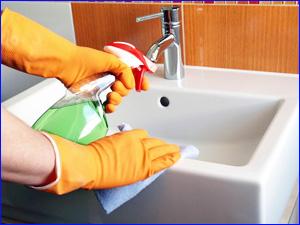 Чистка раковины в ванной комнате